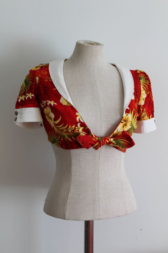 Red Hibiscus Top 1940s Style Cropped Sailor Hawai… - image 2