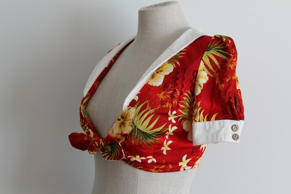 Red Hibiscus Top 1940s Style Cropped Sailor Hawai… - image 3