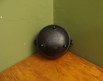 vintage wagner ware cast iron kettle, toy cast iron kettle