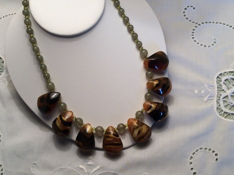 Fashion Accessory Statement Jewelry Exotic Jungle Safari Design Jewelry Vintage Animal Print Faux Agate Bead Necklace
