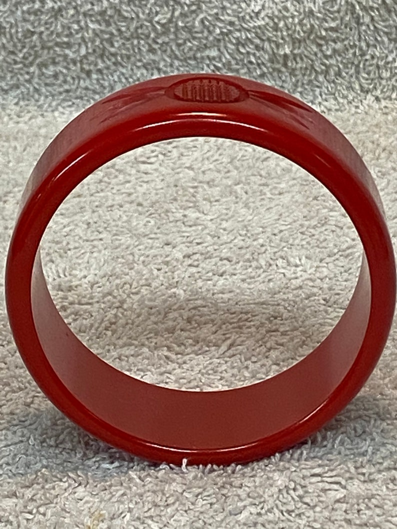 Collectible Jewelry Retro Fashion Vintage Red Carved Bakelite Bangle Bracelet