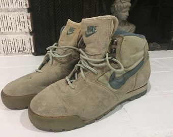 8d2b88221f24 Vintage Retro Sneakers Shoes Nike hiking boots. BLVCKHVZE.  40.00