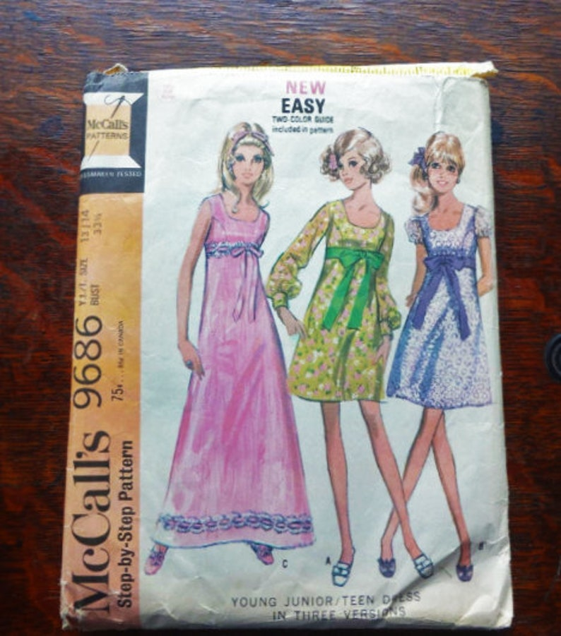 c167d80bcb690 McCalls #9686 Young Junior/Teen A-Line Dress in Two Styles Size 13/14 Bust  33 1/2 1969