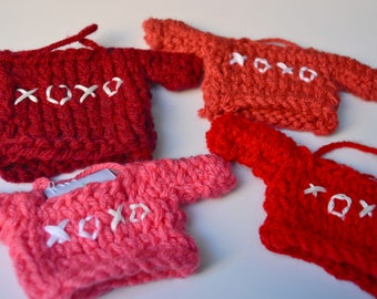 XOXO Valentine's Day Knit Decoration, Embroidered Mini Sweater, Gifts for Family, Design Your Own