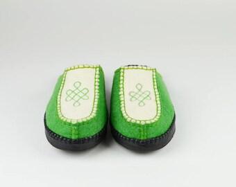 Women size 8 Green/White