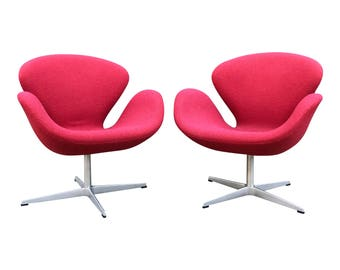 Pair Of Authentic Arne Jacobsen For Fritz Hansen Swan Chairs