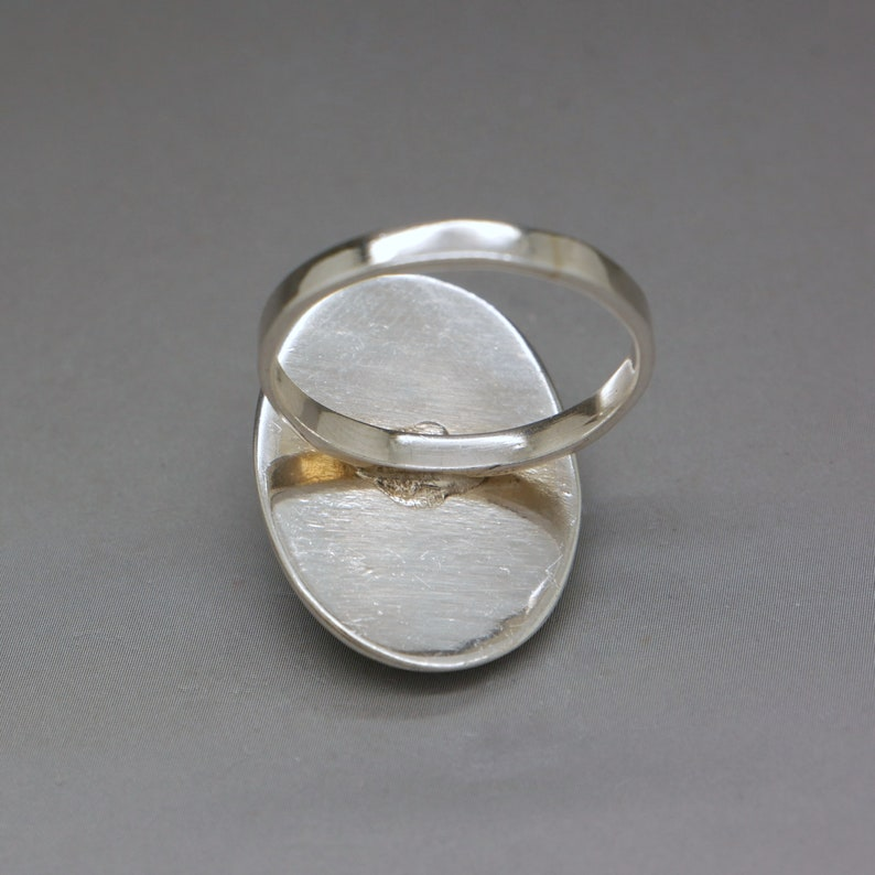 Mother of Pearl /& Sterling Silver Ring Size 7.25 Opalescent White Gemstone Ring Artisan Handcrafted Vintage Jewelry