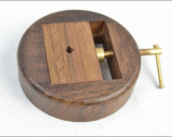 Free Shipping Chinese Calligraphy Material  11x11x2.5cm Disc Shape Wood Clamp Seal Bed / - Thinwin Wood -  0005