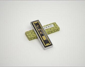 Free Shipping Chinese Calligraphy Material  Hu Kaiwen Choice Pine Soot Ink Stick Ink Block / QQG - 31g- 0009P