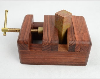 Free Shipping Chinese Calligraphy Material  12x9x5cm Natural Wood Clamp Seal Bed / - Red Rosewood -  0006