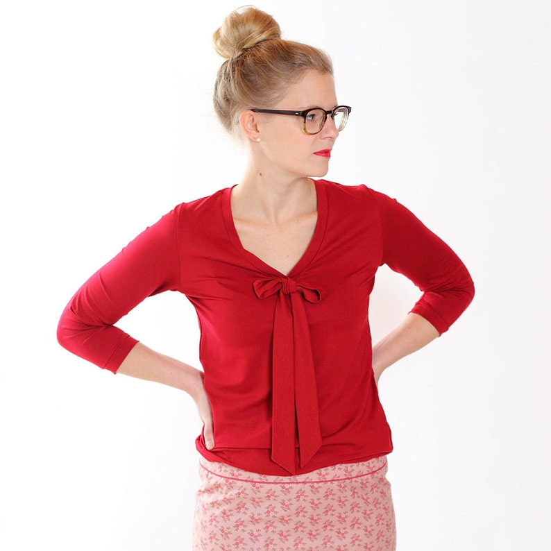 Blouse lore with decorative bowdark red
