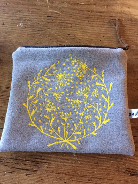 Winter flowers pouch