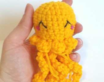 Mini Crocheted Jellyfish Plushie, Amigurumi Jellyfish, Yellow Jellyfish, Jellyfish Plush, Kawaii Jellyfish Collectible, Stuffed Jellyfish