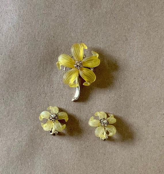 Vintage 60/'s Yellow flower clip earrings