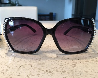 Swarovski Crystal Sunglasses - Curved Frame with crystals around the edges