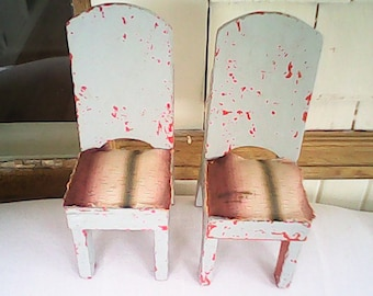 1940s MINIATURE COTTAGE FOLKART Quirky Chairs Chippy Paint (2)