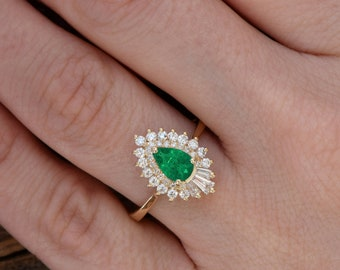 Pear emerald ring -Pear Cut Emerald Engagement Ring- Rose gold engagement ring-Green Emerald engagement ring rose gold