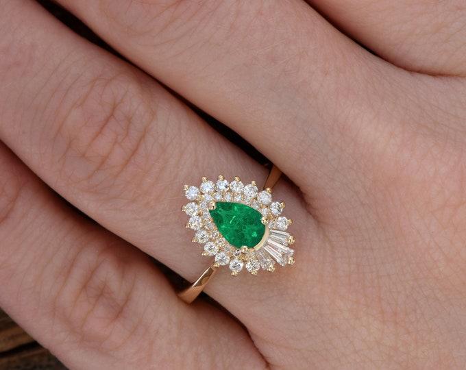 Pear emerald ring -Pear Cut Emerald Engagement Ring- Rose gold engagement ring-Green Emerald engagement ring rose gold