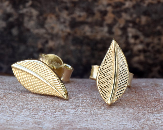 Leaf earrings gold-Tiny Stud Earrings-Women Earrings-Birthday gift-Holidays gifts-Graduation gift-Hypoallergenic studs-FREE SHIPPING-For her