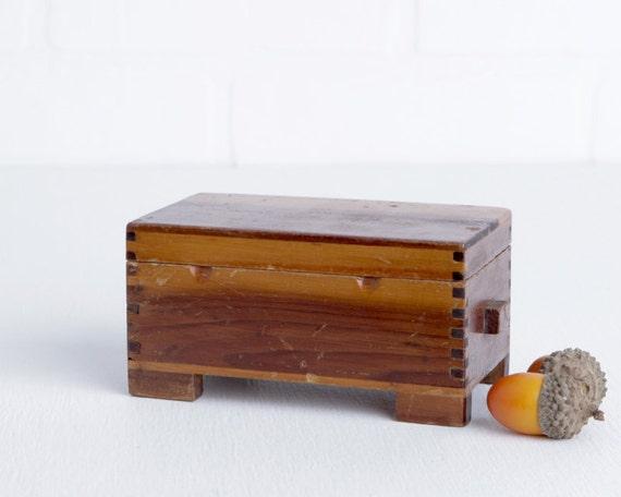 vintage kleine holz ring box oder andenken box finger etsy. Black Bedroom Furniture Sets. Home Design Ideas