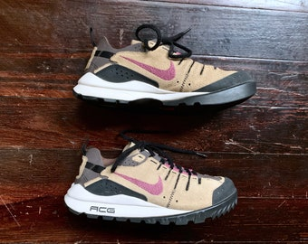 b6d9c14fe499 vintage 90s Nike Air ACG Tan Pink Lace Up Hiking Walking Trail Sneakers  Shoes Sz 8