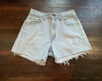 259f348b vintage Levis 555 550 denim cut off shorts, relaxed fit, mid-rise. light  wash, frayed distressed raw hem jeans small/medium, made in USA
