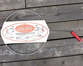 Vintage toy: Skilly-Willy from 1961 - Mid century hoop and stick game -  Retro toys deadstock - original package from the sixties