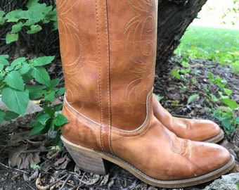 Vintage Dingo Western Boots/Caramel Brown Leather/Womens Size 10/1970s/Leather/Flame Stitch
