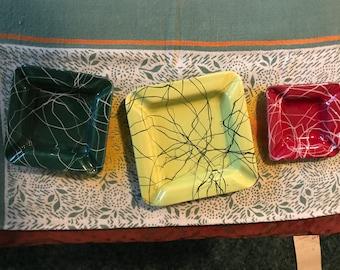 Midcentury Ceramic Ashtray Set/3 Nesting Ashtrays/Red, Green, Yellow/Spatter Paint,/1950s/Mad Men/I Love Lucy/Modern/Tobacciana