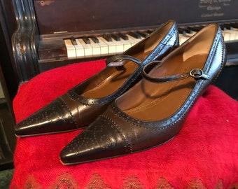 8fdc34540d1 Brooks Brothers Mary Jane Pumps Two Tone Brown Spectators Size  6.5 1990s Wing Tips Made in Italy All Leather Pointed Toes Mid High Heels