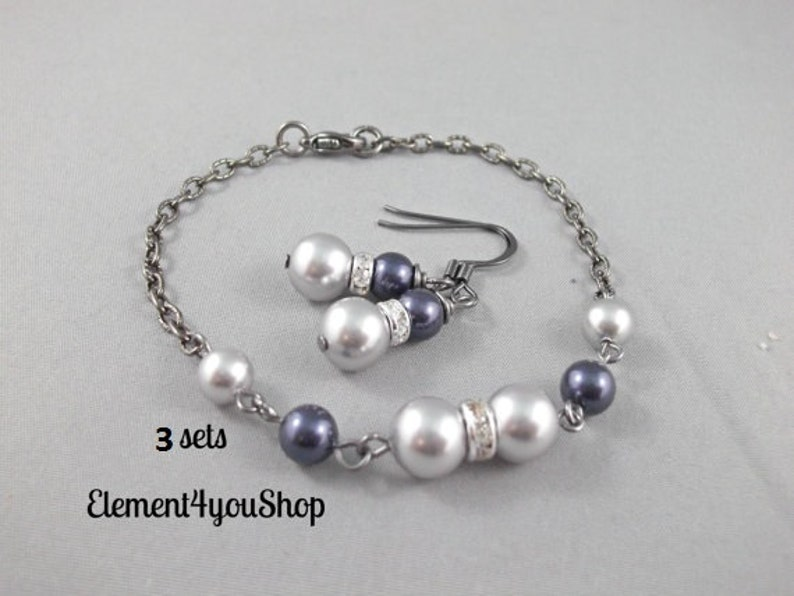 Bridesmaid bracelets Navy blue light grey pearl SET OF 3 Bridesmaid jewelry set Attendant gifts gunmetal black chain Wedding jewelry
