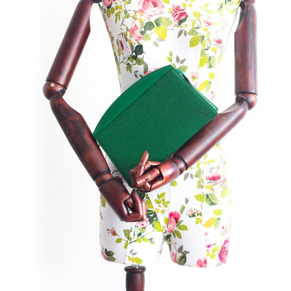 Vintage Louis Vuitton Trousse Kreta koppeling in groene epi   Etsy 60f8d510926