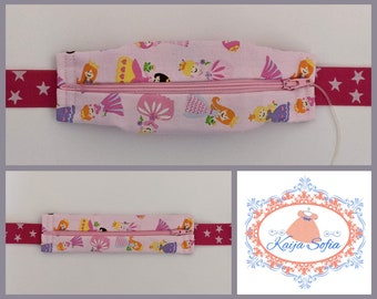 Princesses on pink insulin pump belt with dark pink and white star elastic. Size 1 (age 2 - approximately age 9).
