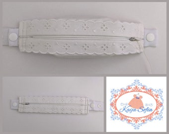 Ivory broderie anglaise insulin pump belt with white elastic.  To fit baby to toddler sizes. (Waist measurement required.)