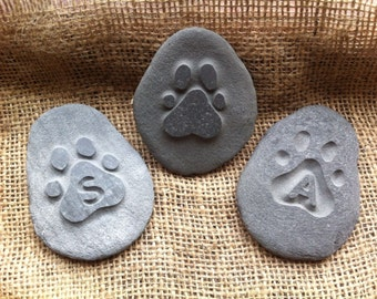 Memory pebble, hand carved in natural stone, the perfect way to remember your loved one. Personalized, plaque