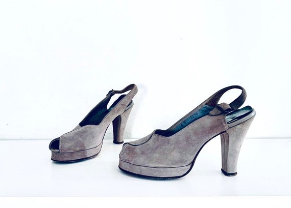 40s Platforms Sandals Gray Suede Size 6 B 36 made