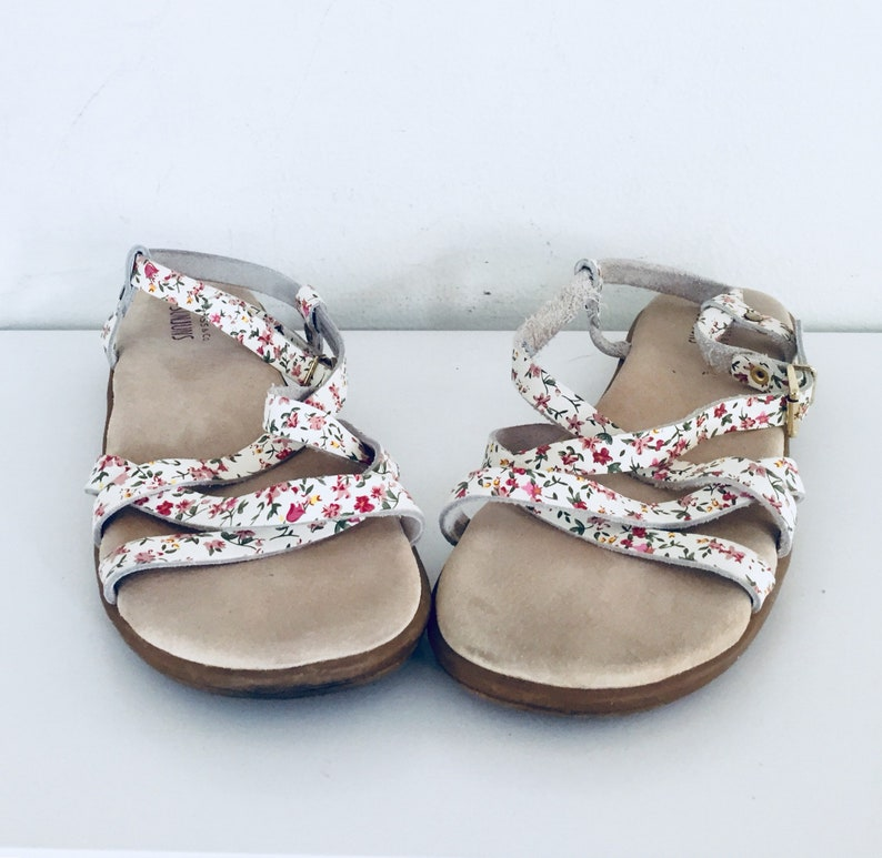 9eed2ca6af958 White Leather Sandals Flats Ankle Straps 10 M 41 42 by Bass Sunjuns