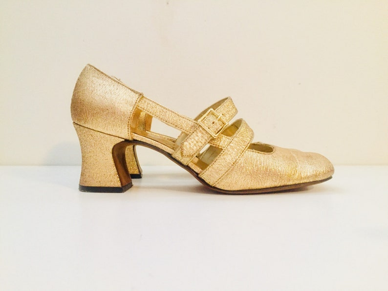 9502da23e92e4 60s Vintage Mod Gold Mary Janes Chunky Heel Cut Outs Shoes Size 7 37 by  Thom McAn