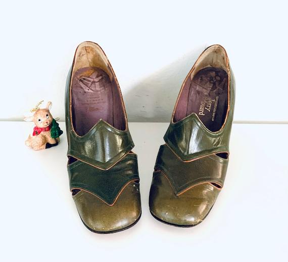 60s Green Spectator Heels made in Greece by Jerry