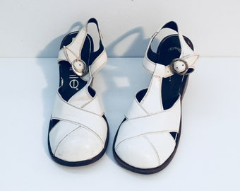 70s White Clog Sandals Ankle Straps Size 5.5 M made in Uruguay by Connie Unused Deadstock