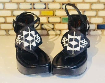 Black Platform Wedge Sandals Heels Patent Leather Beaded monochromatic Size 7.5 1/2 37 38 made in Italy