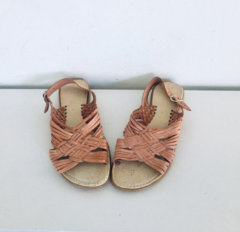 3dd219e0195b 80s Huarache Sandals Flats Leather Shoes Size 9 39 40 made in