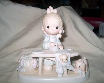 Artículos Similares A Vintage 1980 Estatuilla De Porcelana