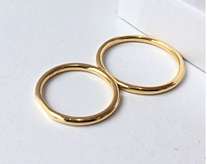 FITTED weddingband set in 18ct recycled gold - made to order