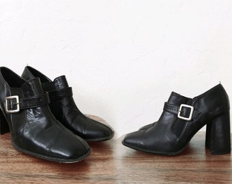 Vtg MOD black leather ANKLE BOOTS - buckle booties - Chelsea slip on - sz 6