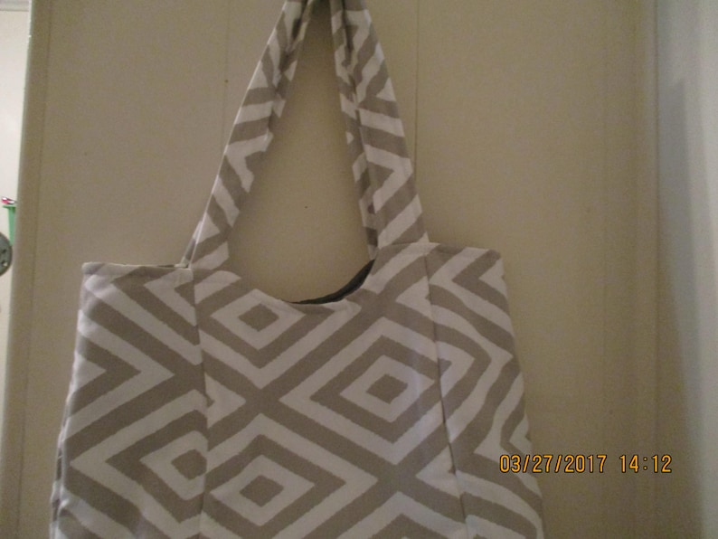 Tote or purse Gray with pocket in front!