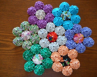 Double Sided Multi-Color Yoyo Flower Trivet