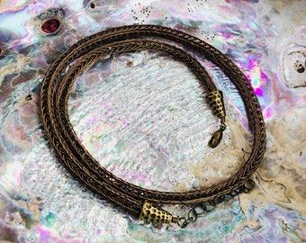 "20""-22"" Antiqued Brass Viking Knit"