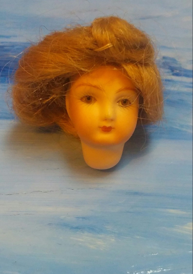 """LARGE 4/"""" VICTORIAN STYLE IOB VTG 1950S REPRO PORCELAIN DOLLS HEAD W ARMS"""