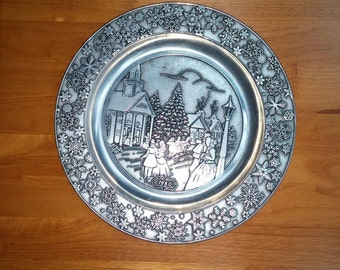 Vintage Columbia Wilson Pewter Plate 1980 Christmas Wall Decor Victorian Village and Snowflakes Scene 11 inch Pewter Festive Home Decor